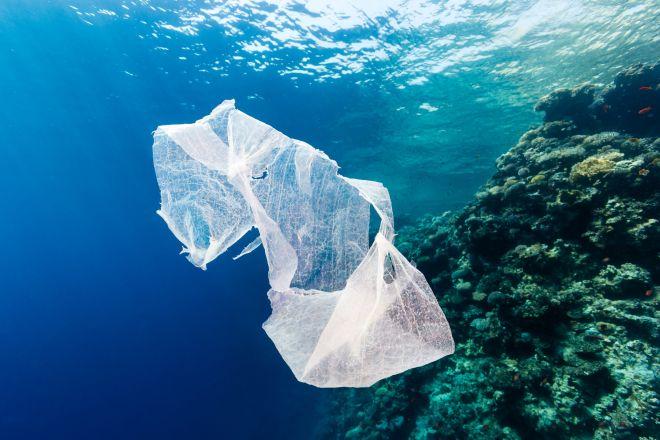 Γεμάτος πλαστικά ο Κορινθιακός Κόλπος