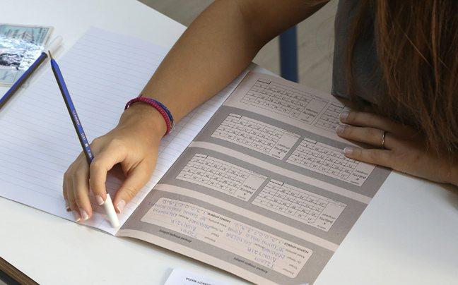 ΓΕΛ: Αγρινιώτες μαθητές σχολιάζουν τα θέματα της Νεοελληνικής Γλώσσας (ΔΕΙΤΕ ΦΩΤΟ)