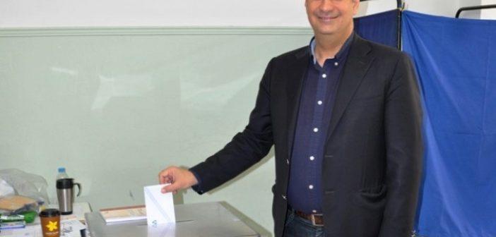 """Στο 3ο Γυμνάσιο Αγρινίου ψήφισε ο Γ. Παπαναστασίου – """"Μακριά από χρώματα και κόμματα αποφασίζουμε ποιος θα ηγηθεί της προσπάθειας να κάνουμε τον τόπο μας τόπο να ζεις"""" (ΔΕΙΤΕ ΦΩΤΟ)"""