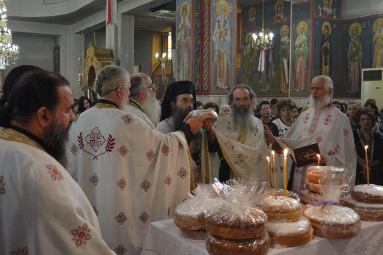 Πανηγυρικός Εσπερινός μετ΄ αρτοκλασίας και λιτάνευση της Ι. Εικόνας στον Ιερό Ναό Αγίας Τριάδος Παναιτωλίου (ΔΕΙΤΕ ΦΩΤΟ)
