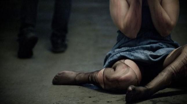 Σοκ στη Χαλκίδα: Την έδεσε, τη φίμωσε και τη βίασε με μπουκάλι