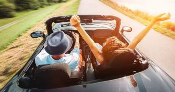 Συμβουλές για ασφαλή καλοκαιρινά ταξίδια με αυτοκίνητο: Δεν οδηγούμε με σαγιονάρες