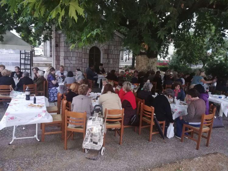 Ι.Ν. Αγίου Δημητρίου Αγρινίου – Συσσίτια Ευαγγελιστρίας: Ευχαριστώ… με ένα δείπνο κάτω από τον πλάτανο (ΔΕΙΤΕ ΦΩΤΟ)