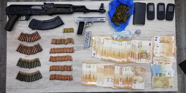 Δυτική Ελλάδα: Συνελήφθησαν δύο άτομα στην Πάτρα με βαρύ οπλισμό και ναρκωτικά – Είχαν Καλάσνικοφ και Tokarev (ΦΩΤΟ)