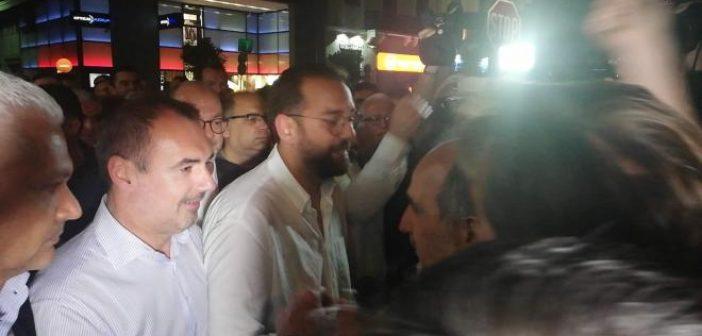 Θερμή αγκαλιά του Απόστολου Κατσιφάρα στον Νεκτάριο Φαρμάκη (ΔΕΙΤΕ ΦΩΤΟ + VIDEO)