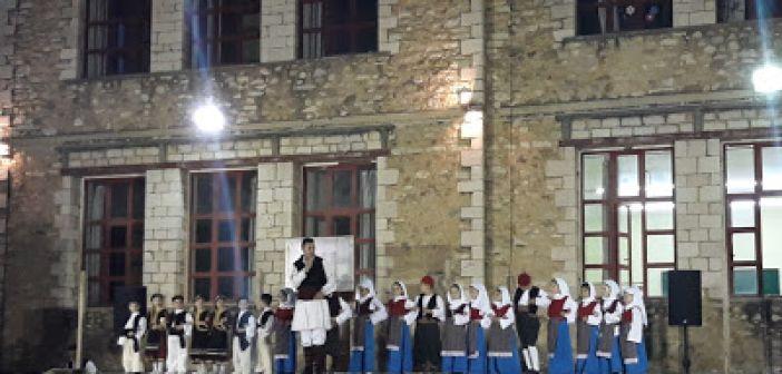 """Καινούργιο: Με τραγούδι, χορό και κέφι η τελετή λήξης των χορευτικών τμημάτων του Π.Ο """"Οι Θεστιείς"""" (ΦΩΤΟ + VIDEO)"""