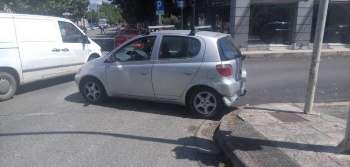 Αγρίνιο: Σύγκρουση αυτοκινήτων στη συμβολή των οδών Καλλέργη και Οινέως (ΔΕΙΤΕ ΦΩΤΟ)