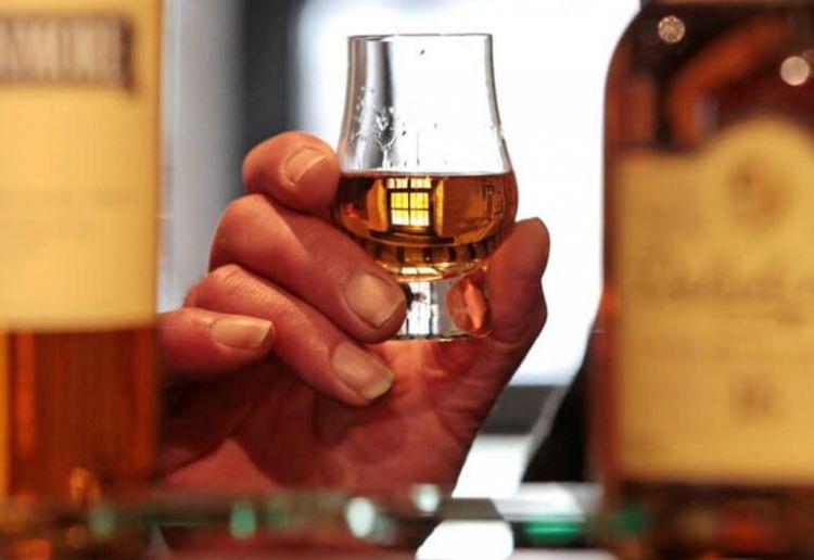 Μπαίνουν ετικέτες διατροφικής επισήμανσης στα αλκοολούχα ποτά