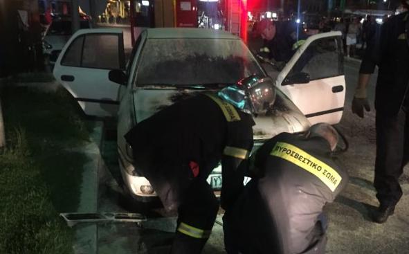 Φωτιά σε αυτοκίνητο στο κέντρο της Αμφιλοχίας (ΔΕΙΤΕ ΦΩΤΟ)
