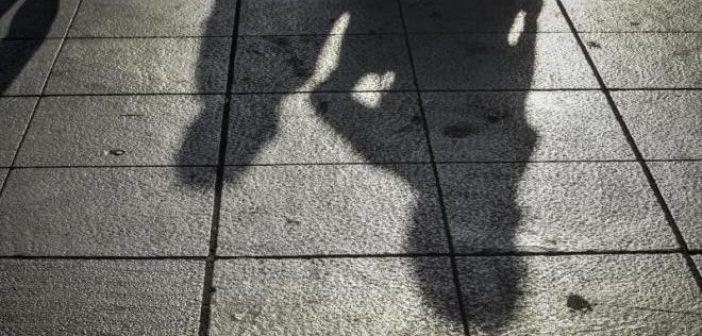 Δυτική Ελλάδα – ΣΟΚ: Μεγαλώνει τρία παιδιά μόνη της με μοναδικό εισόδημα το προνοιακό επίδομα