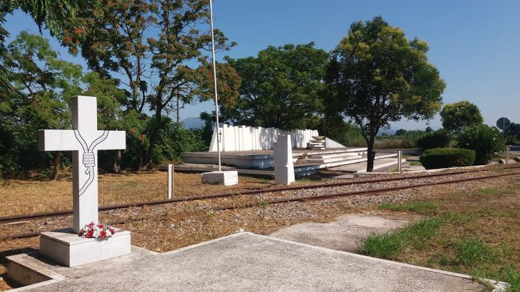 Εργασίες καθαρισμού στο Μνημείο Εκτελεσθέντων στα Καλύβια (ΦΩΤΟ)