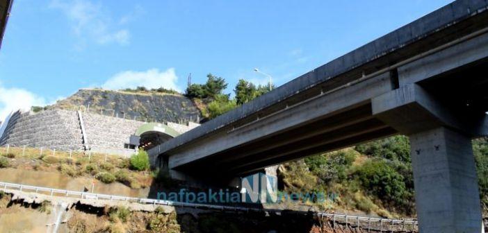 «Έφυγε» το βουνό στη Μακύνεια – Τεράστιοι βράχοι κάτω από τα τούνελ της Ιόνιας Οδού (ΔΕΙΤΕ VIDEO)