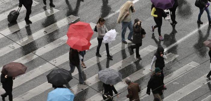 """Καιρός: Χωρίς ομπρέλα… πουθενά! Πού θα """"ρίξει καρέκλες""""!"""
