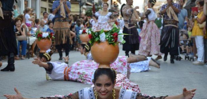 Λευκάδα: Χοροί και μουσικές στην εναρκτήρια παρέλαση του 57ου Διεθνούς Φεστιβάλ Φολκλόρ (ΔΕΙΤΕ ΦΩΤΟ)