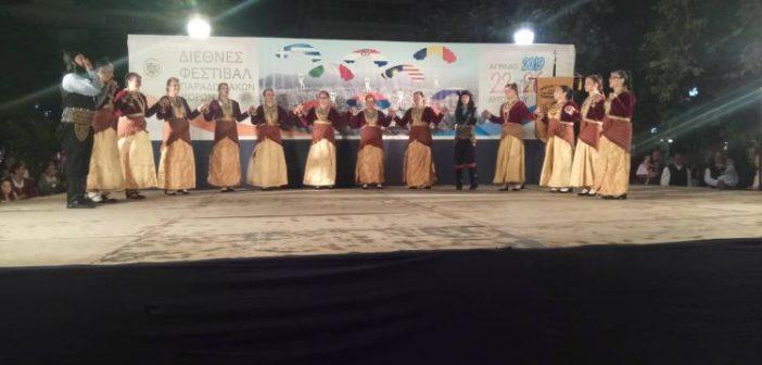 Πλήθος κόσμου στην πλατεία Δημοκρατίας για την Ελληνική βραδιά παραδοσιακών χορών (ΦΩΤΟ + VIDEO)
