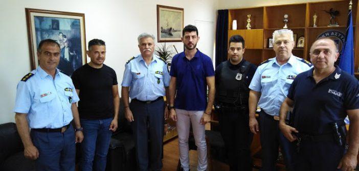 Συνεχάρη τους αστυνομικούς που συνέλαβαν δύο ληστές στην Πάτρα ο Γενικός (ΦΩΤΟ)