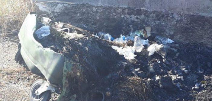 Καινούργιο: Έκαψαν τον κάδο σκουπιδιών στην είσοδο της Χρυσοχεριάς (ΦΩΤΟ)
