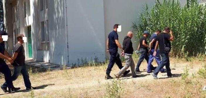 Λευκάδα: Στον Εισαγγελέα οι τρεις διακινητές των μεταναστών (ΦΩΤΟ)