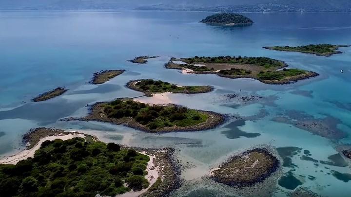 """Βουτιά στο… όνειρο – Πώς δημιουργήθηκαν τα Λιχαδονήσια, γνωστά ως οι """"Μπαχάμες"""" της Ελλάδας (VIDEO DRONE)"""