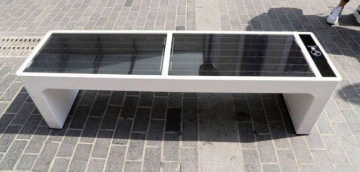 Ηλεκτρονικές υποδομές και ηλιακά παγκάκια στο Δήμο Αγρινίου