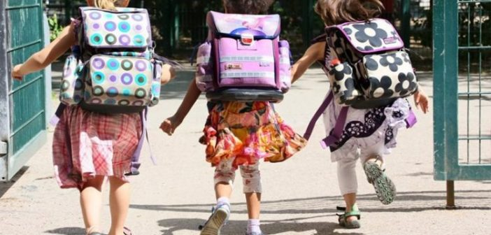Δωρεάν σχολικά είδη και τσάντα στα «πρωτάκια» από το Σύλλογο Πολυτέκνων Αγρινίου