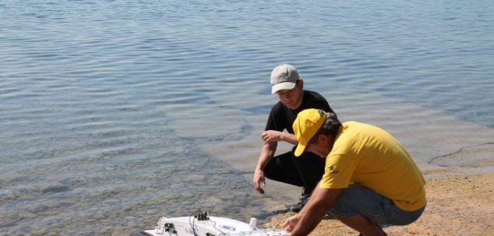 Επίδειξη παρακολούθησης ποιοτικών παραμέτρων με ρομποτικό σκάφος στη Λίμνη Τριχωνίδα (ΦΩΤΟ)
