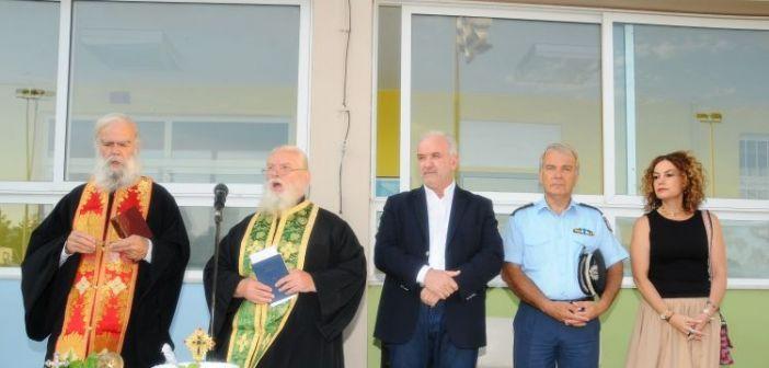Στις τελετές Αγιασμού του 1ου Δημοτικού Σχολείου και 2ου Λυκείου ο Δήμαρχος Ιερής Πόλης Μεσολογγίου Κώστας Λύρος (ΦΩΤΟ)