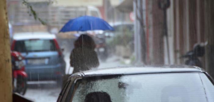 Καιρός: Βροχερό σκηνικό με τον υδράργυρο στους 19 βαθμούς