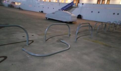 Μεσολόγγι: Κατεστραμμένη μπάρα στο λιμάνι δημόσιος κίνδυνος για τα μικρά παιδιά (ΔΕΙΤΕ ΦΩΤΟ)