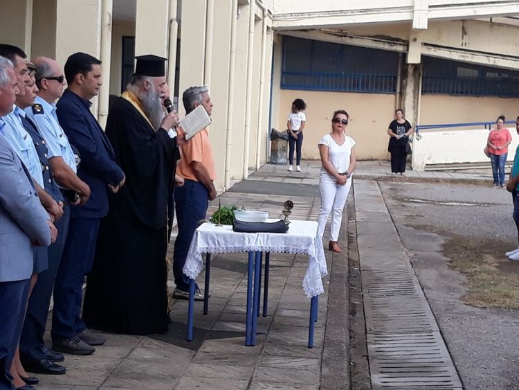Στο 5ο ΓΕΛ και το 2ο ΕΠΑΛ Αγρινίου για τον αγιασμό ο Γ. Παπαναστασίου (ΦΩΤΟ)