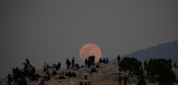 Πανσέληνος Σεπτεμβρίου: Παρασκευή και 13 με ολόγιομο φεγγάρι