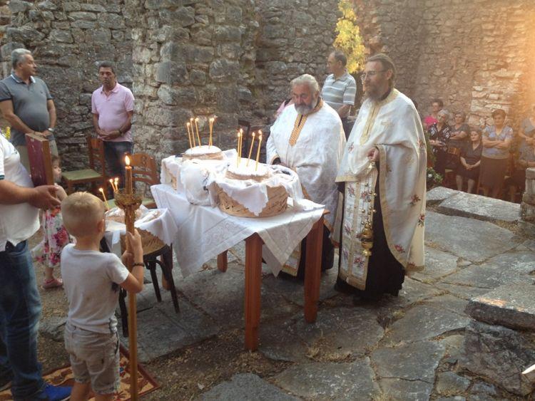 Λειτουργία στα ερείπια του Ιερού Ναού της Αγίας Σοφίας Θέρμου (ΦΩΤΟ)