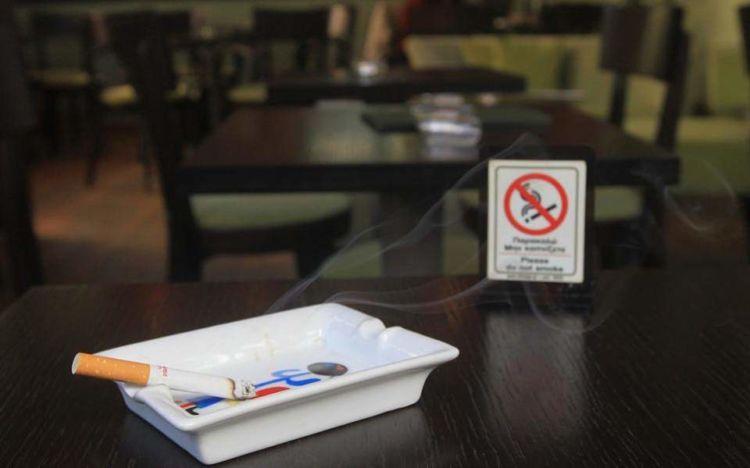 Κικίλιας για αντικαπνιστικό: Τα πρόστιμα θα διαφέρουν ανάλογα με το μέρος