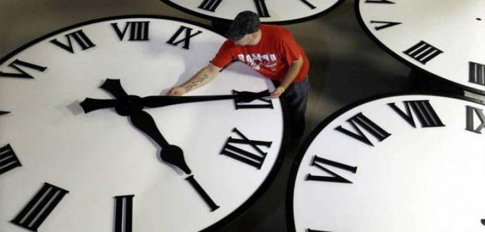 Αλλάζει η ώρα τα ξημερώματα της Κυριακής – Μια ώρα μπροστά οι δείκτες των ρολογιών