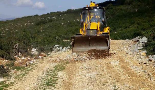 Αετός Ξηρομέρου: Επισκευάζουν τον δρόμο που οδηγεί στον Αϊ – Δημήτρη ενόψει της εορτής του (ΦΩΤΟ)