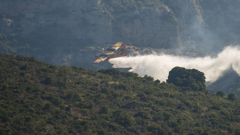Φωτιά στα Άγραφα Ευρυτανίας – Στη μάχη και πυροσβεστικά αεροπλάνα