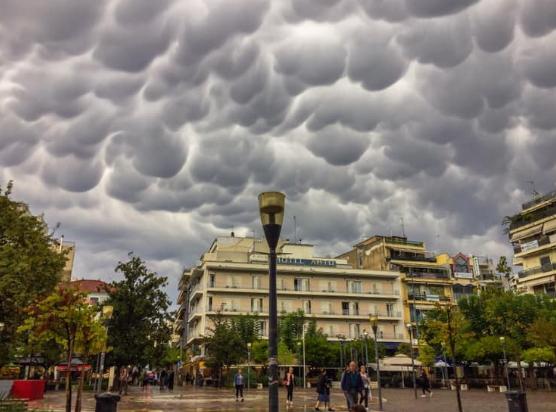 """Τα """"σύννεφα γυναικείου μαστού"""" σε Αγρίνιο και Θέρμο (ΔΕΙΤΕ ΦΩΤΟ)"""