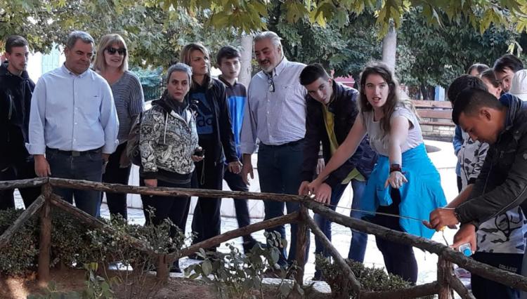 Ξεχωριστή πρωτοβουλία! Σχολείο «υιοθέτησε» την πλατεία Παναγοπούλου και τον πεζόδρομο Μανδηλαρά (ΦΩΤΟ)