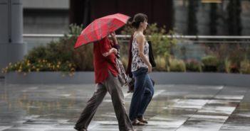 Καιρός: Βελτιωμένος με λίγες νεφώσεις σήμερα – Πού υπάρχει πιθανότητα βροχών