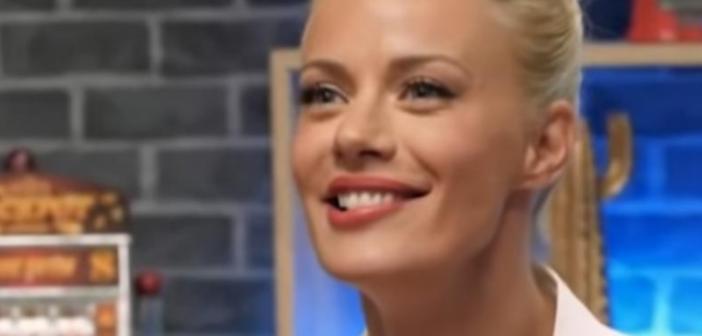 Η… ενόχληση της Ζέτας Μακρυπούλια όταν οι «Μύγες» τήν είπαν «τραβηγμένη» για τις πλαστικές επεμβάσεις! (VIDEO)