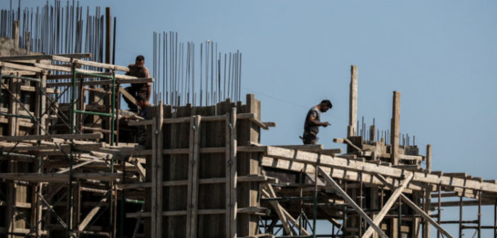 Ο Μητσοτάκης ανακοινώνει αναστολή ΦΠΑ για 3 χρόνια στην οικοδομή