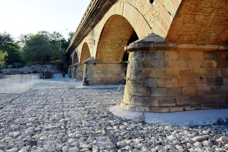 Και τώρα μία γέφυρα που να ταιριάζει στην εποχή μας