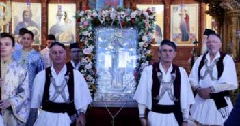 Με βυζαντινή μεγαλοπρέπεια και κοσμοσυρροή πιστών τιμήθηκε η Παναγία η Ναυπακτιώτισσα (ΔΕΙΤΕ ΦΩΤΟ)
