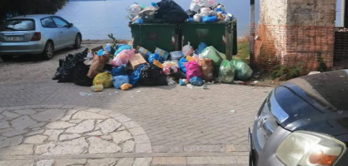 Σε απόγνωση οι κάτοικοι του Μύτικα για την μη αποκομιδή των σκουπιδιών (ΔΕΙΤΕ ΦΩΤΟ)