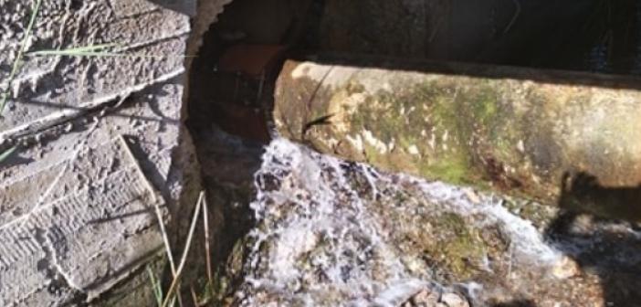 Σοβαρή η βλάβη στον αγωγό ύδρευσης – Έχει διατεθεί υδροφόρα για να προμηθευτούν νερό τα νοικοκυριά (video) (ΦΩΤΟ + VIDEO)