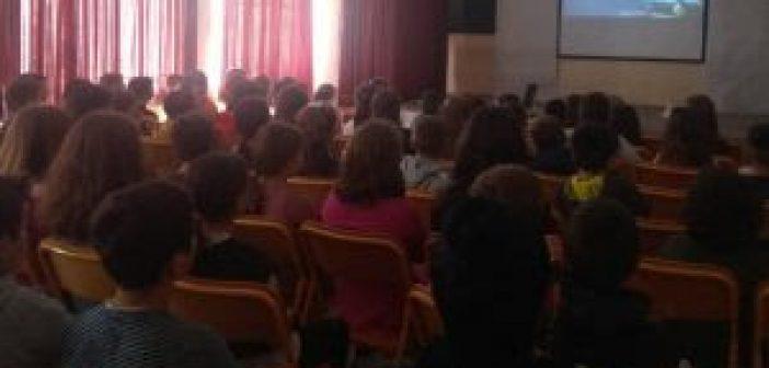 Καινούργιο: Δράση στο 2ο Δημοτικό Σχολείο για την παγκόσμια ημέρα ενάντια στην παιδική κακοποίηση (ΔΕΙΤΕ ΦΩΤΟ)
