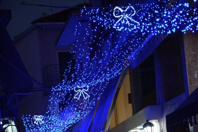 """Άρωμα"""" Χριστουγέννων στο Αγρίνιο - Άναψε ο εορταστικός διάκοσμος (ΔΕΙΤΕ  ΦΩΤΟ) - ΣΥΝΕΙΔΗΣΗ"""
