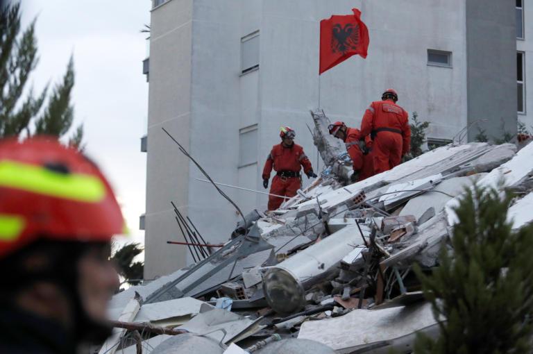 Αλβανία: Χάος και θάνατος! 45 οι νεκροί, 900 οι τραυματίες από τον σεισμό! (VIDEO)