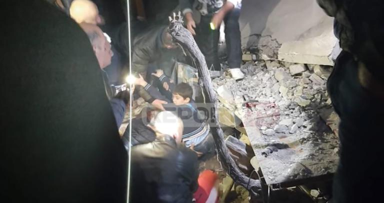 Σεισμός – Αλβανία: Η στιγμή της διάσωσης παιδιού από τα συντρίμμια (VIDEO)