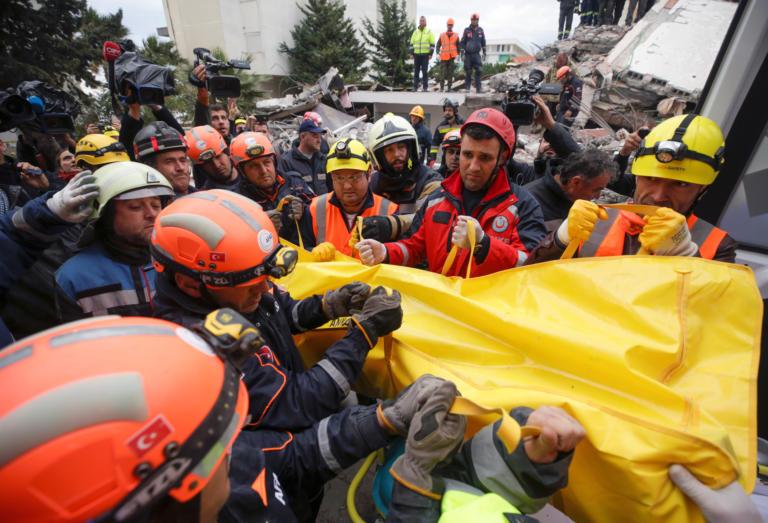 Σεισμός στην Αλβανία: Ανασύρθηκαν νεκροί μάνα με τα τρία παιδιά της! 50 οι νεκροί